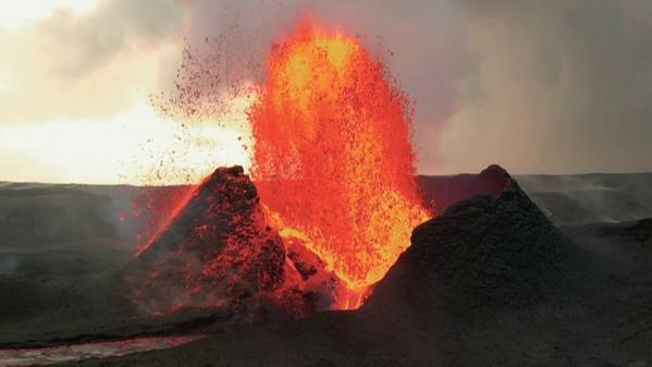 Islande : au plus près du cratère du volcanFagradalsfjall en éruption