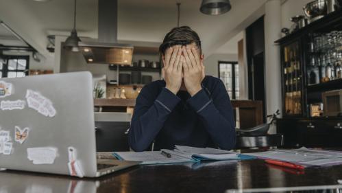 """Des étudiants sans master à la rentrée s'inquiètent d'avoir """"travaillé pendant trois ans pour rien"""""""