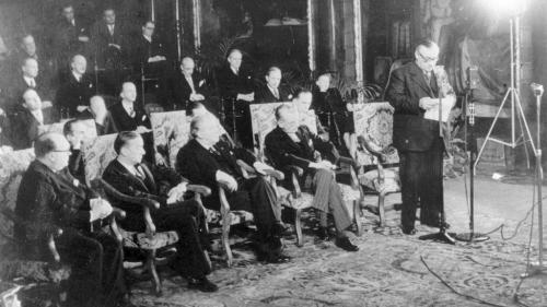 """Dans son rendez-vous """"Micro Européen"""", José-Manuel Lamarque et son invité, Jean-Dominique Giuliani, nous font découvrir ou redécouvrir les grandes dates qui ont marqué la construction européenne. Aujourd'hui, le 17 mars 1948."""