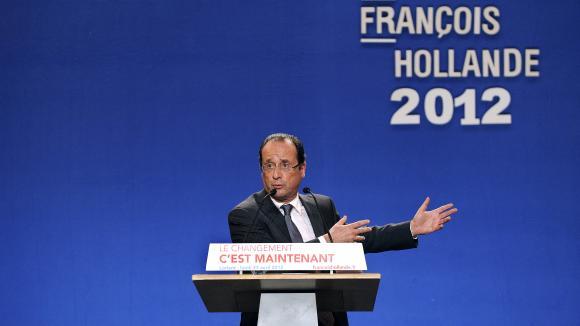 Le candidat du Parti socialiste à l'élection présidentielle de 2012, François Hollande, ici en campagne à Lorient dans le Morbihan, le 23 avril 2012, avant le second tour.