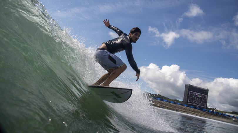 Image de couverture - VIDEO. JO 2021 - Surf : grâce à la meilleure vague de la compétition, Gabriel Medina élimine le dernier Français Michel Bourez