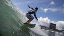 Image de couverture - VIDEO. JO 2021 - Surf : grâce à une vague splendide, Gabriel Medina élimine le dernier Français Michel Bourez