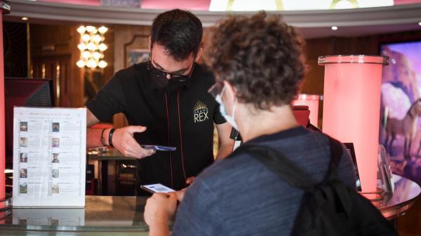 Cinéma : les ventes de billets se sont écroulées après la mise en place du pass sanitaire