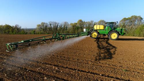 Pesticides : les ventes ont augmenté en 2020, mais l'exécutif prévoit d'inverser vite la tendance