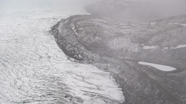 """Groenland : une vague de chaleur provoque un épisode de fonte """"massive"""" des glaces, selon des spécialistes"""