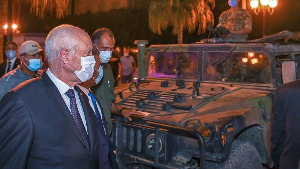 Tunisie : le président Saïed, un «ovni politique» qui marque un «tournantdans la transition démocratique», estime un politologue