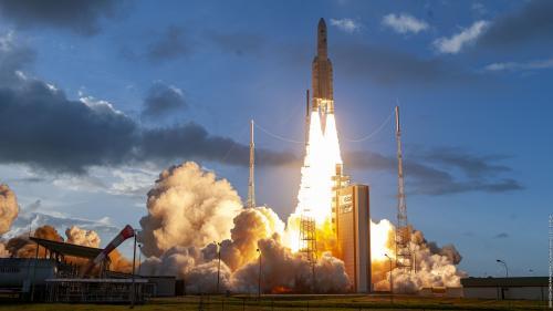 Décollage réussi de la fusée Ariane 5 avec à son bord la dernière génération des satellites de télécommunication européens