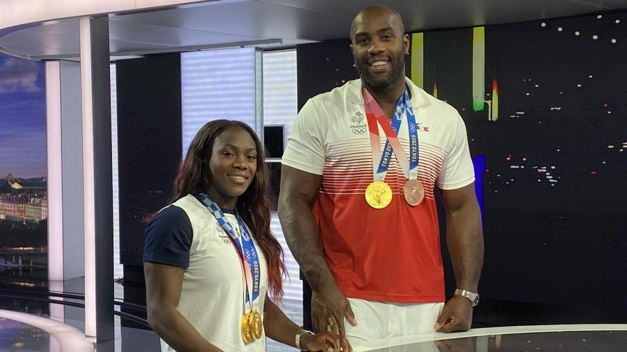 """REPLAY. Après les JO, """"maintenant, c'est repos !"""" : revivez l'interview sur France 2 des judokas en or Clarisse Agbégnénou et Teddy Riner"""