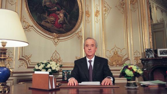 Le Premier ministre Edouard Balladur présente sa candidature à l'élection présidentielle depuis son bureau de l'Hôtel Matignon à Paris, le 18 janvier 1995