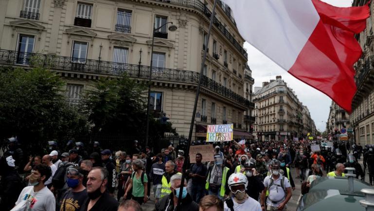 Desmanifestants contre le pass sanitaire, à Paris, le 7 août 2021.
