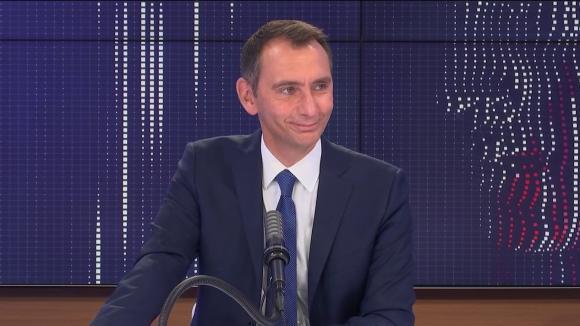 """Laurent Jacobelli, porte-parole du Rassemblement national, était l'invité du """"8h30 franceinfo"""", lundi 16 août 2021."""