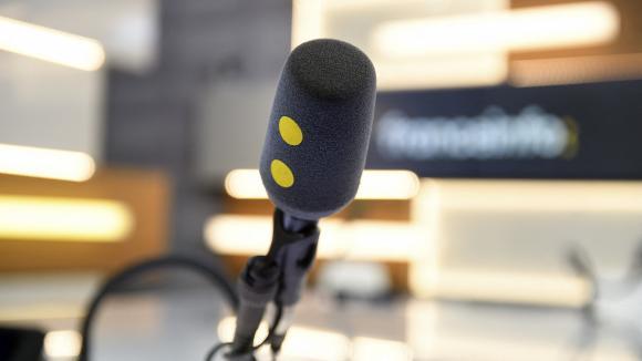 Un des micros du studio des Informés de franceinfo.