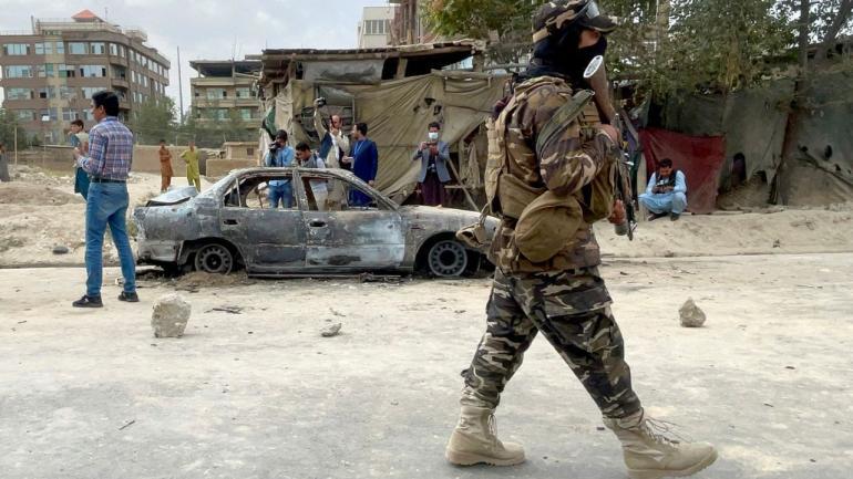 Une rue de Kaboul après des tirs de roquettes près de l\'aéroport, le 30 août 2021.