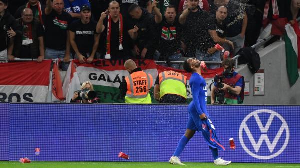 Regarder la vidéo Eliminatoires de la Coupe du monde 2022 : la Hongrie sanctionnée par la Fifa après les incidents racistes survenus lors du match contre l'Angleterre