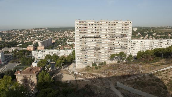 La cité Kalliste, à Marseille. Kalliste est l'une des cités les plus pauvres dans la ville, utilisée comme une base pour le trafic de drogue à grande échelle.