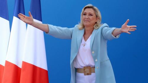 """Présidentielle 2022 : Marine Le Pen envisage l'élection comme un """"choix de civilisation"""""""
