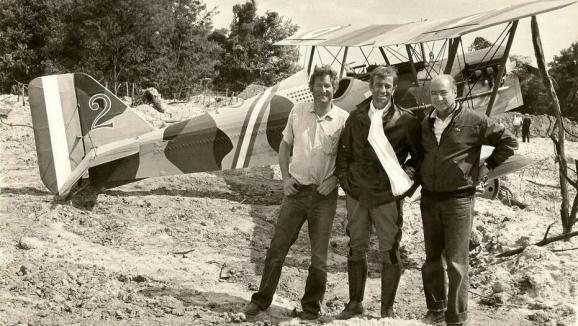 """En août 1982, Jean-Paul Belmondo a tourné à l'aérodrome de La Ferté-Alais avec Jean Salis et Gérard Ourypour le film \""""L\'As des as\""""."""