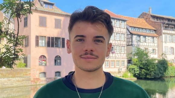 Antony, 21 ans, étudiant à Strasbourg et bénévole dans l'équipe de communication de Sandrine Rousseau, candidate à la primaire écologiste.
