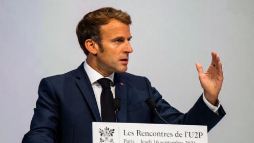 Covid-19 : face à l\'accalmie, Emmanuel Macron réfléchit à un assouplissement du pass sanitaire