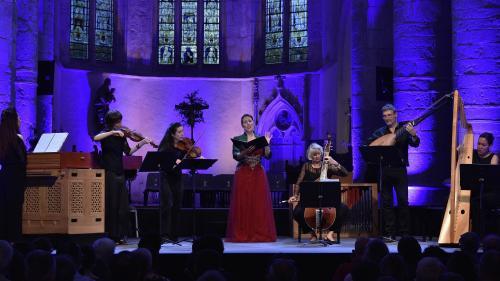 Ambronay 2021 : avec sa voix magique, la mezzo-soprano Lucile Richardot envoûte les festivaliers de l'Abbatiale
