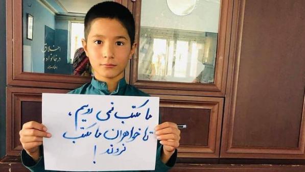 """""""Je n'irai pas à l'école sans ma sœur"""" : Rohullah, lycéen afghan en grève scolaire pour protester contre la fermeture des écoles pour filles"""