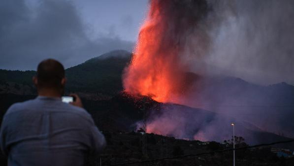 Éruption volcanique aux Canaries : de nouvelles évacuations suite à l'ouverture d'un autre cratère