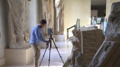 Visiter un musée directement depuis chez soi, c'est désormais possible. Au palais du Tau, près de Reims, une start-up a numérisé l'entierté de l'édifice. Un moyen d'offrir des visites pour tous et de découvrir des détails inaccessibles en temps normal. #IlsOntLaSolution