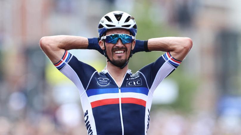 Image de couverture - Cyclisme : le Français Julian Alaphilippe signe un exploit monumental en conservant son titre de champion du monde sur route