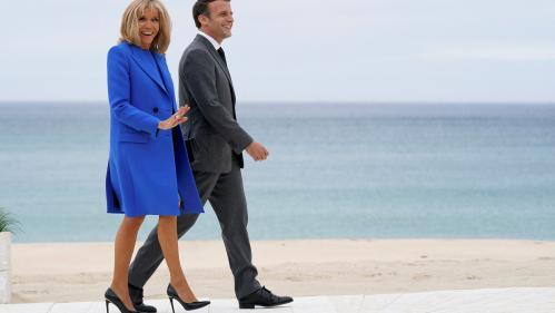 Selon des informations d'Europe 1, Emmanuel et Brigitte Macron sont à l'origine de la plainte qui vise notamment un paparazzi, auteur d'une photo montrant le président de la République sur un jet-ski.