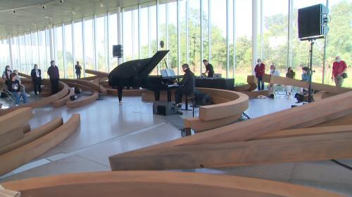 """Tout le week-end, le piano est à l'honneur au Louvre-Lens pour cette 6e édition du festival de musique """"Muse & Piano"""" placée sous le signe de la liberté retrouvée."""