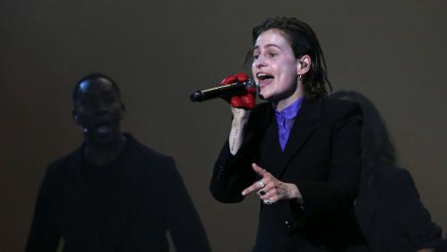 """Image de couverture - VIDEOS. Christine and The Queens reprend """"Fais comme l'oiseau"""" et """"Freedom"""" dans un nouvel EP surprise"""
