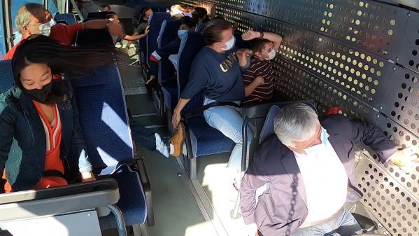 Seuls 5% des passagers attachent leur ceinture de sécurité dans les bus. Premiers concernés, les collégiens sont sensibilisés au risque d'accident dans le Var. #IlsOntLaSolution