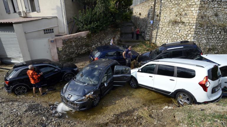 Des véhiculesemportés après des intempéries, le 4 octobre 2021, à Marseille.