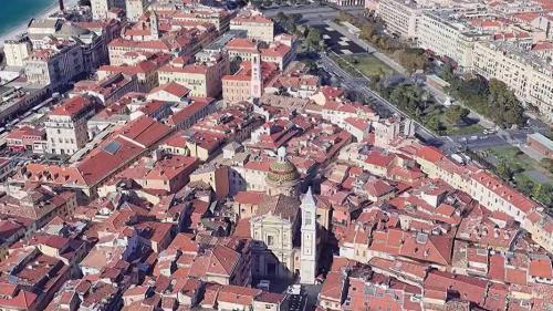 Certaines villes sont menacées par la montée des eaux en raison du réchauffement climatique, à l'image de Bordeaux (Gironde) ou Nice (Alpes-Maritimes).