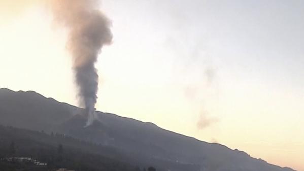 Éruption volcanique aux Canaries : la lave du Cumbre Vieja jaillit toujours à La Palma