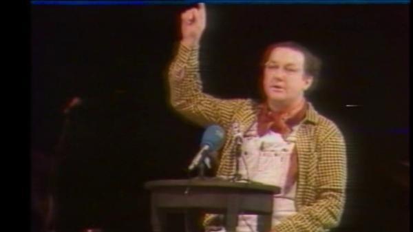 C'est l'histoire d'un mec... qui prétendait se présenter à la présidentielle et faisait trembler toute la classe politique. Le 20 octobre 1980, Coluche se déclarait candidat, et l'on a d'abord cru à une plaisanterie. Très vite, l'humoriste allait être crédité de 12% dans les sondages.