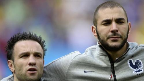 Mercredi20 octobres'est ouvertle procès de la sextape de Mathieu Valbuena, après six ans d'attente. Si l'ancien joueurde l'OM etde l'équipe de France de football s'est exprimé à la barre, Karim Benzema, un des principaux prévenus, était absent.
