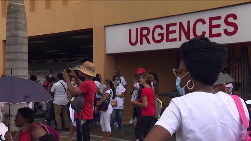 La Martinique a levé l'obligation du pass sanitaire pour le personnel soignant. Les employés du CHU de Martinique pourront exercer leur profession, qu'ils soient testés, vaccinés, ou non.