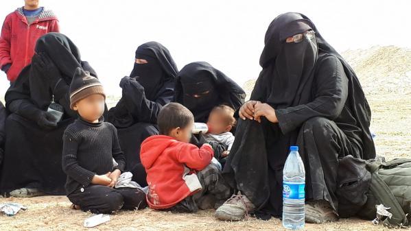 Les parrainages concernent des enfants retenus dans le camp de Roj, dans le nord-est de la Syrie. Leurs parrains et marraines réclament leur rapatriementà l'Etat français.