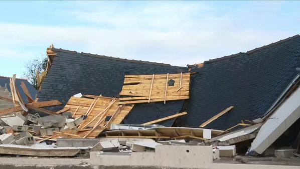 La nuit du mercredi 20 au jeudi 21 octobre a étéfatalepour plusieurs départements français. Certains constatent avec effroi les dégâts de la tempête Aurore. Des arbres ont été arrachés et plusieurs foyers se sont retrouvés sans électricité.