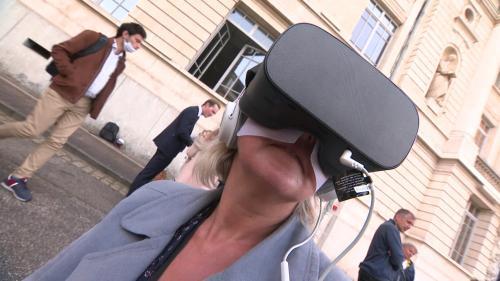 Mieux détecter et prévenir les agressions sexuelles grâce à la réalité virtuelle. Dans la Loire, munis d'un casqueVR des élèves et personnels de l'École des Mines de Saint-Etienne ont été plongés dans la peau d'une étudiante victime de violences sexistes et sexuelles. #IlsOntLaSolution