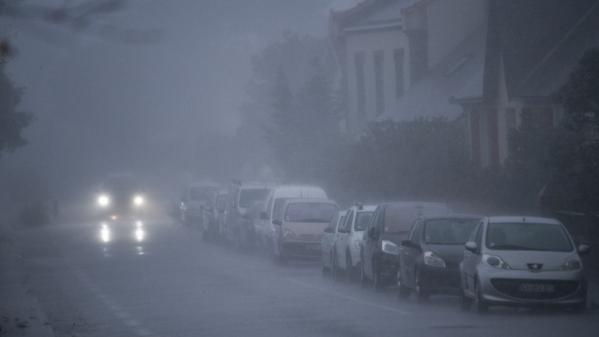 DIRECT. Tempête Aurore : 250000foyers privés d'électricité et de lourdes perturbations sur le réseau SNCF de Normandie