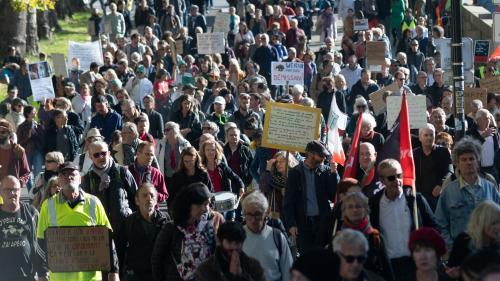Environ 40 000 personnes ont défilé contre le pass sanitaire en France, une participation stable