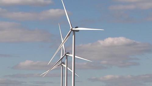 Les opposants aux éoliennes se mobilisent.En France, la plupart des projets sont contestés.Plus de 200 personnes ont manifesté samedi 23 octobre devant la préfecture du Mans, dans la Sarthe.