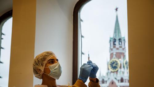Covid-19: face à un record de décès, la ville de Moscou confine ses plus de 60 ans