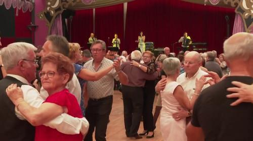 Covid-19 : les thés dansants, un loisir à risque pour les personnes de plus de 65 ans