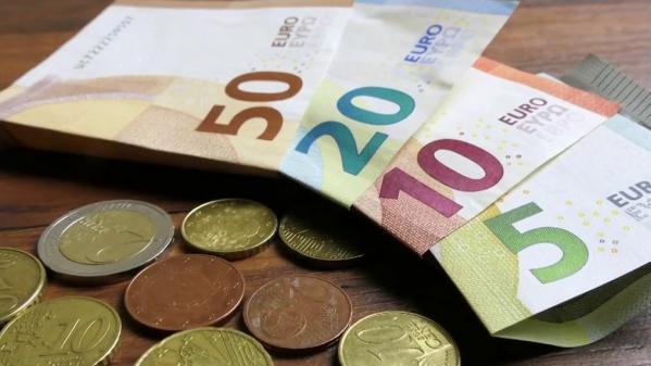Alors que le paiement sans contact est en plein essor depuis quelques mois, 83% des Français avouent avoir un attachement pour l'argent liquide.