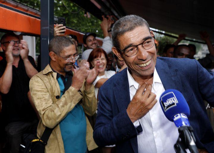 L'écologiste François Astorg célèbre sa victoire aux élections municipales d'Annecy (Haute-Savoie), le 28 juin 2020. (MAXPPP)