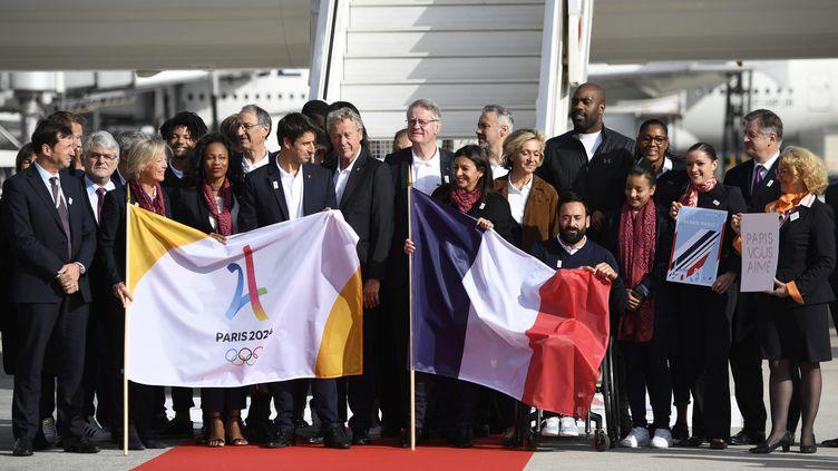 La délégation française de retour de Lima  (ERIC FEFERBERG / AFP)