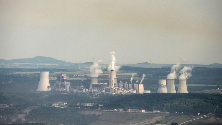 La centrale au charbon de Turow à la frontière entre la Pologne et la République tchèque, le 28 juin 2021. (MICHAL CIZEK / AFP)